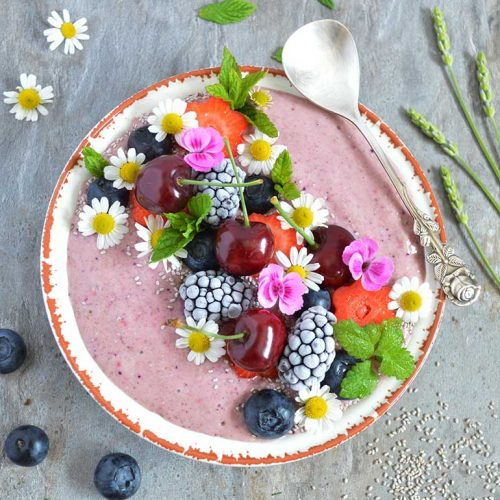 Raspberry Overnight Oats Smoothie Bowl