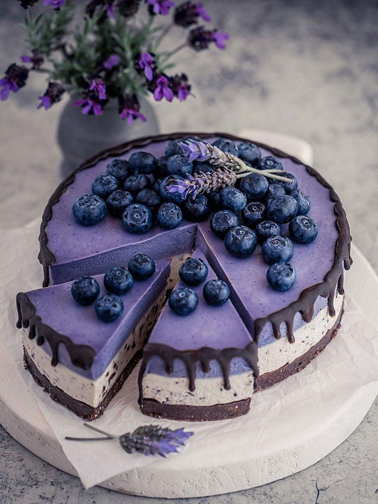 Stracciatella Maqui White Chocolate Cheesecake