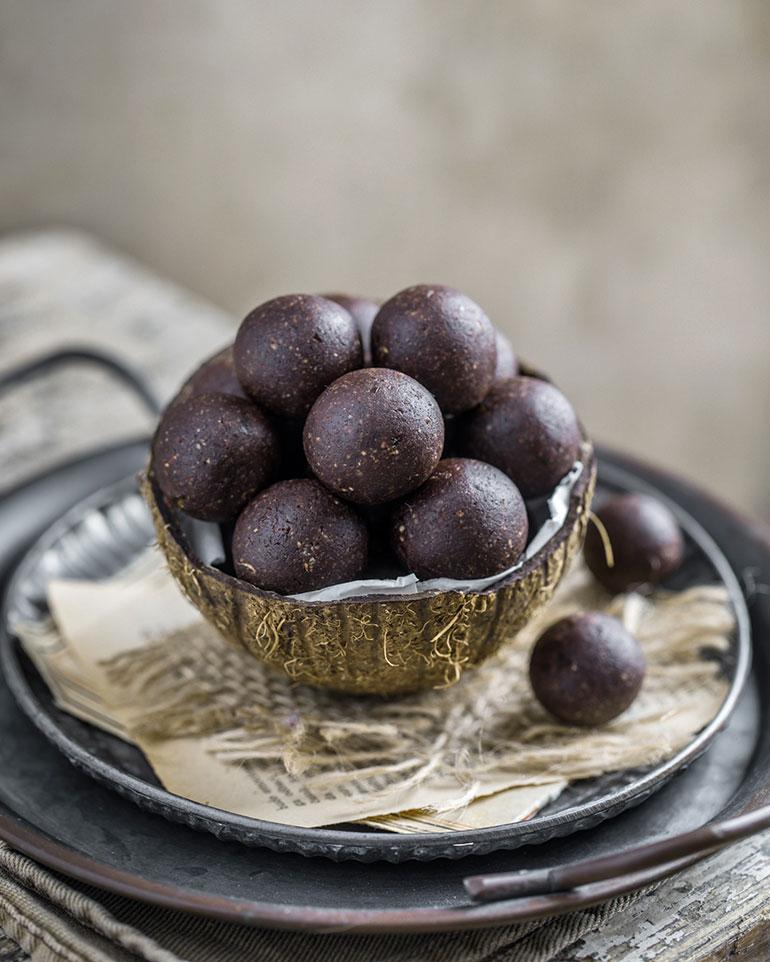 Almond Cashew Energy Balls