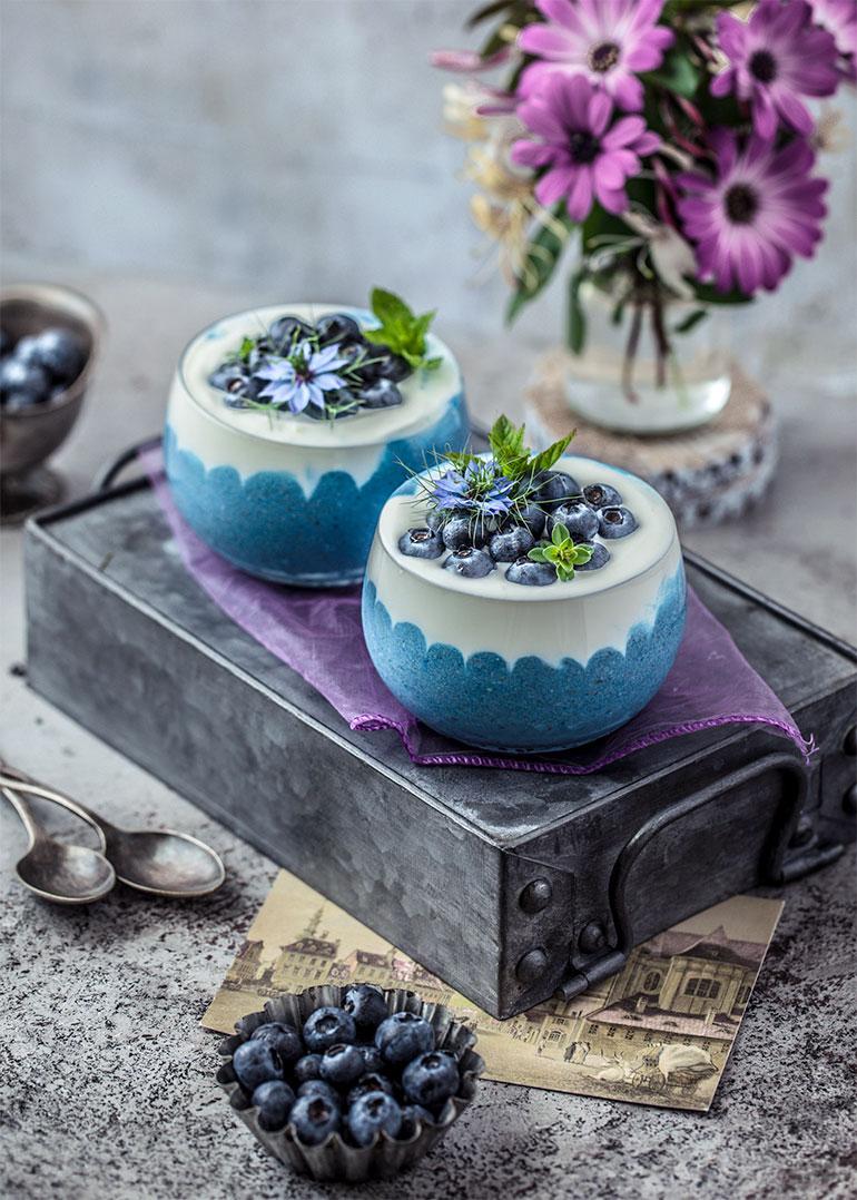 Blue Spirulina Overnight Oats